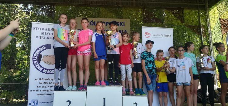 II m drużynowo dla SP 1  Trzemeszno wXXXVIII Ogólnopolskim Biegu Niechana