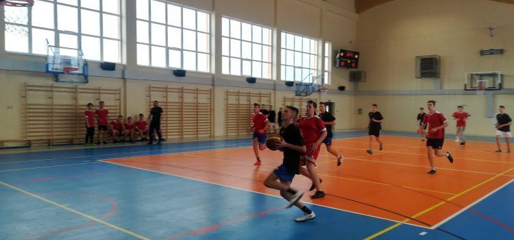 Mistrzostwa Gminne wp.koszykowej kl. VII, VIII iGimnazjum